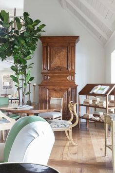 View the portfolio of interior designer Rose Tarlow Melrose House in Los Angeles, CA Melrose House, Melrose Place, Rose Tarlow, Interior Design Portfolios, Beautiful Interiors, Portfolio Design, Living Area, Dining Chairs, Architecture
