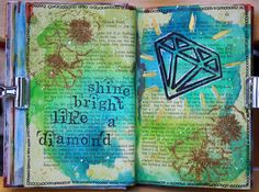 Saras pysselblogg - Sara Kronqvist ArtJournal spread with glitter on old book paper