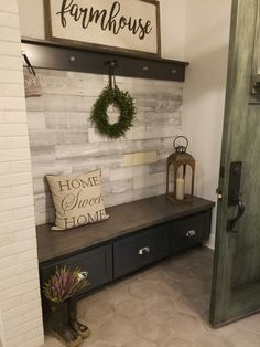 mudroom ideas - easy DIY mudroom ideas - simple mud rooms ideas for entryway way, laundry, entrance off porches and more mudroom ideas decor with bench Mudroom Ideas - DIY Rustic Farmhouse Mudroom Decor, Storage and Mud Room Designs We Love - Involvery Easy Home Decor, Diy House Decor, Decorating Ideas For The Home Living Room, Diy Living Room, Foyer Decorating, Farmhouse Decor, Farmhouse Design, Modern Farmhouse, Farmhouse Style
