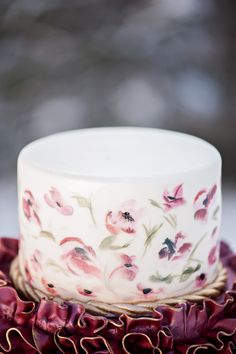 Airbrush Flowers on Wedding Cake | photography by http://brookebakken.com