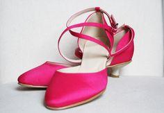 59836675af4669 Brautschuhe in fuchsia oder pink. Bezogen mit Ihrem Wunschstoff www. kleiderfreuden.de Flache