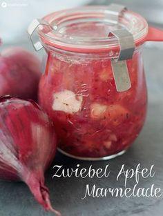 Unser Leckerschmecker heute: Rote Zwiebel Apfel Marmelade mit Chili - genau die richtige Kombination aus süß und herzhaft. Zum Frühstück oder als Partydip!