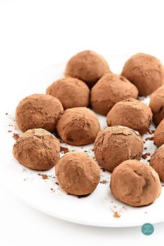 French Delicacies Essentials - Some Uncomplicated Strategies For Newbies Chocolate Truffles Make A Rich, Decadent, And Delicious Confection. Produced using A Few Simple Ingredients, Truffles Are Truly A Treasured Handmade Treat Best Dessert Recipes, Candy Recipes, Fun Desserts, Delicious Desserts, Ganache Recipe, Truffle Recipe, Delicious Chocolate, Chocolate Recipes, Fudge