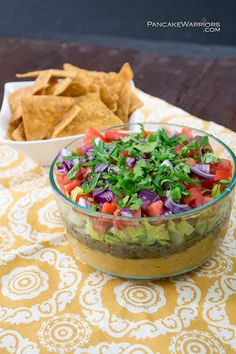 This Mediterranean Vegan Dip is the perfect party food. The bold flavors will instantly have everyone asking you for the recipe! This vegan, gluten free recipe is easy to make and will quickly disappe (Simple Vegan Dip) Vegan Foods, Vegan Snacks, Vegan Dishes, Vegan Vegetarian, Vegetarian Recipes, Healthy Recipes, Delicious Recipes, Fodmap, Whole Food Recipes