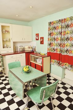 Lovely vintage homes (http://www.dailymail.co.uk/femail/article-3027968/The-women-ve-turned-homes-shrines-favourite-decade.html)