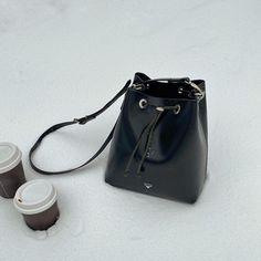"Karu Atelier on Instagram: ""Snow day ❄️ #bucketbag #karuatelier"" Vegetable Tanned Leather, Women's Bags, Leather Handbags, Bucket Bag, Snow, Instagram, Fashion, Atelier, Moda"
