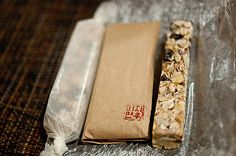 Homemade Granola Bars Recipe - A perfect welcome bag or neighbor gift.