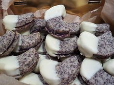 Mohndoppeldecker gefüllt mit Zwetschgenmuß und einer Galsur aus weißer Schokolade. #glutenfrei #glutenfreieWeihnachtsplätzchen #mitLiebeOhneGluten