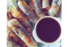 Spring rolls με γλυκόξινη σάλτσα συνταγή από τον/την Eleni S 🍋 - Cookpad Spring Rolls, Rice Noodles, Fresh Rolls, Ethnic Recipes, Food, Website, Egg Rolls, Essen, Meals