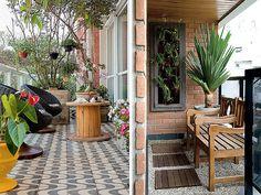 Pisos para varanda pequena. Confira no blog ideias para decoração de varandas pequenas! #varandaspequenas #jardimvertical #smallbalconys