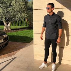 What a man, what a style, check out the white sneakers by Nike of Cristiano Ronaldo. What a man, what a style, check out the white sneakers by Nike of Cristiano Ronaldo. Cristiano Ronaldo Style, Cristino Ronaldo, Ronaldo Football, Messi, World Best Football Player, Sports Celebrities, Instagram Fashion, New Look, Mens Fashion