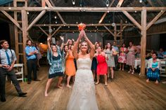 15 Bouquet Toss Songs to Get the Ladies on the Dance Floor - WeddingWire Wedding Exit Songs, Wedding Ceremony Checklist, Order Of Wedding Ceremony, Wedding Exits, Wedding Playlist, Wedding Prep, Wedding Dj, Bouquet Toss Songs, Processional Songs