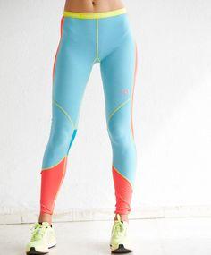 Kari Traa Svala pantKampanjepris! Kari Traa Svala-buksen er et elegant, sexy og sporty superundertøy som gir god komfort på aktive vinterdager. Hurtigtørkende stretchmateriale som varmer og puster godt. Kroppsnær passform i hel lengde gir full bevegelsesfrihet og kuldebeskyttelse.