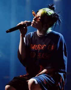Photo of Billie Eilish at the 2019 American Music Awards Billie Eilish, American Music Awards, Music Aesthetic, Concert Photography, Popular Music, New Music, Music Artists, Pretty People, Movie Stars