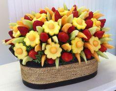 Si quieres regalar algo, te recomendamos estos hermosos y saludables arreglos frutales!
