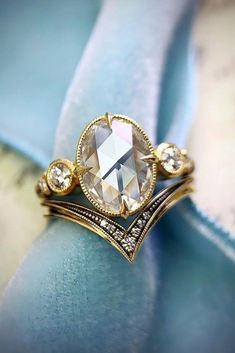 24 Sophisticated Vintage Engagement Rings To Prove Your Love ❤ Vintage engagement rings are perfect for stylish brides who want something truly unique and classy. We chose the best vintage engagement rings by popular jewelers. Custom Wedding Rings, Wedding Rings Rose Gold, Wedding Rings Vintage, Diamond Wedding Bands, White Gold Rings, Antique Gold Rings, Rose Wedding, Halo Diamond, Diamond Rings