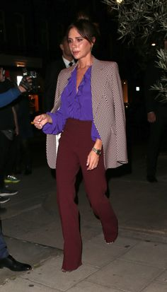 Alexa Chung Just Wore the Coolest Dress-and–Ankle-Boots Combo in Paris From Anna Wintour to Kate Moss, these are the best-dressed celebrities of fashion week, and we're stealing their autumn outfit ideas for inspo. Mode Victoria Beckham, Victoria Beckham Outfits, London Fashion Weeks, New York Fashion, Paris Fashion, Estilo Fashion, Look Fashion, Fashion Outfits, Alexa Chung