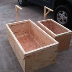 interesting brooder box - lamp bracket quite practical Pet Chickens, Raising Chickens, Chickens Backyard
