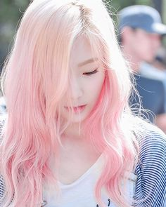 toujours belle Pretty pretty please dont you ever ever feel like How To Look Pretty, Pretty In Pink, White Hair Highlights, Girls' Generation Taeyeon, Girls Generation, Korean Fashion Pastel, Pastel Pink Hair, Pastel Goth, Kpop Hair