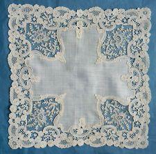 Маленький антикварный брюссельский герцогиня и платок носовой платок Point de Gaze - фушия