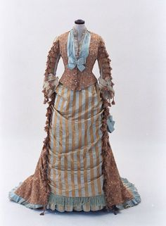 Dress ca. 1875, from the Bunka Gakuen Costume Museum. #Victorian #vintage #fashion #historical #costumes