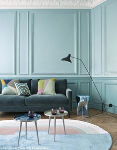 Clean lines but friendly, contemporary decor but colorful, warm but sophisticated atmosphere . What atmosphere do you want for your living room? Murs Turquoise, Deco Turquoise, Turquoise Walls, Bleu Turquoise, Living Room Inspiration, Home Decor Inspiration, Interior Pastel, Living Room Designs, Living Room Decor