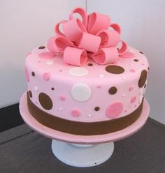 Pink and brown polka dot fondant cake, Perfect Colors. But would like square and… - Pink Cake Decoration Ideen Bow Cakes, Cupcake Cakes, Pretty Cakes, Cute Cakes, Cake Decorating Tips, Cookie Decorating, Baby Shower Cakes, Pecan Cake, Girl Cakes