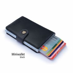 GREAT WALLET FOR A GUY... VERY TECH