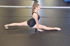 stretches to gain flexibility. and improve splits Dance Teacher, Dance Class, Dance Studio, Ballet Class, Yoga Dance, Dance Moves, Princesa Tutu, Ballet Stretches, Dance Technique
