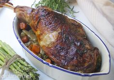 Roasted lamb with vegetables, potatoes and red wine sauce Smoker Recipes, Lamb Recipes, Diet Recipes, Cooking Recipes, Healthy Recipes, Cooking With Kids, Easy Meals, Good Food, Wine Sauce