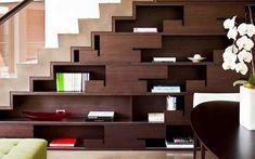 Cómo aprovechar el espacio bajo la escalera: Estanterías