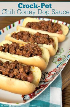 Crock-Pot Chili Coney Dog Sauce - Spice up your hot dogs with this delicious recipe for Crock-Pot Chili Coney Dog Sauce. A mild ground beef based chili that is slow cooked to perfection! Crock Pot Chili, Crock Pot Slow Cooker, Slow Cooker Recipes, Dog Recipes, Sauce Recipes, Gourmet Recipes, Crockpot Recipes, Cooking Recipes, Cooking Kale