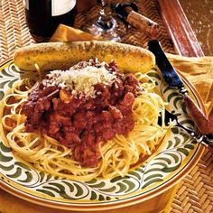 Think spaghetti recipes mean boring noodles with blah red sauce? Spaghetti is a super versatile pasta, lending itself to flavorful Easy Pasta Recipes, Spaghetti Recipes, Sauce Recipes, Cooking Recipes, Frugal Recipes, Cooking Ideas, Food Ideas, Sicilian Spaghetti Sauce Recipe, Homemade Spaghetti Sauce