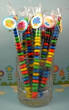 sweet party favors- for Bella's birthday depending how many kids come? Candy Party, Party Treats, Party Favors, Pyjamas Party, Little Presents, Candy Bouquet, Ideas Para Fiestas, Candy Table, Candyland
