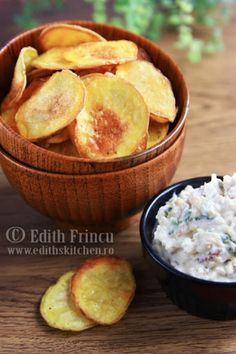 Oven baked potatoes chips - crispy and healthy! Baked Potato Oven, Baked Potatoes, Oven Baked, Cute Snacks, Kid Snacks, Homemade Chips, Edith's Kitchen, Snack Recipes, Healthy Recipes