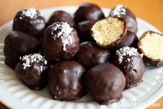 Supergode er de i alle fall! Desserts To Make, Delicious Desserts, Yummy Food, Dessert Drinks, Yummy Drinks, Norwegian Food, Cookie Calories, Christmas Sweets, Something Sweet