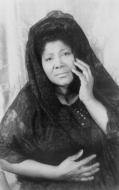 Mahalia Jackson (1911-1972), gospel singer. Portrait by Carl Van Vechten, 1962.