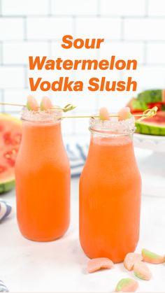 Slushy Alcohol Drinks, Vodka Slush, Healthy Alcoholic Drinks, Mixed Drinks Alcohol, Alcholic Drinks, Alcohol Drink Recipes, Vodka Cocktails, Pineapple Alcohol Drinks, Easy Vodka Drinks