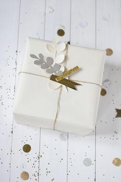 Hebben jullie ook zo'n zin in kerst? Wij wel! Nog 5 dagen… Een paar weken geleden toverden we Marlies haar huisje om in kerstsfeer en pakten we heel veel cadeautjes mooi in. De inpakideeën zullen w...
