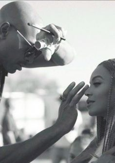 Beyonce Knowles Carter being prepped by makeup artist Sir John Makeup Artist Tips, Makeup Tips, Beauty Makeup, Hair Beauty, Artist Hacks, Makeup Hacks, Makeup Artistry, Eye Makeup, Beyonce Album