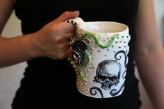 skull mug with tridimensional roses black and gold, gothic style MADE TO ORDER - Awesome Skulls Large Coffee Mugs, Rose Price, Black Skulls, Pottery Mugs, 21st Birthday Gifts, Skulls And Roses, Gold Studs, Gothic, Hand Painted