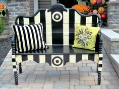 This is the perfect 2-person bench for your garden or patio.