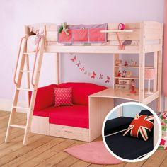 El sillon abajo de la cama nos aprece espectacular, ya sea para leer un libro o invitar a las amiguitas a platicar!