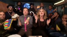 Adele, Jimmy Fallon y The Roots cantan 'Hello' con instrumentos infantiles | Radio Panamericana
