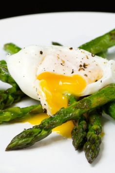 Complex carbohydrates, not known to most people, make an important part of a healthy lifestyle. Here are some popular examples of such carbohydrates. Healthy Egg Breakfast, Breakfast Recipes, Healthy Breakfasts, Omelettes, Diet Recipes, Cooking Recipes, Healthy Recipes, Cooking Tips, Gourmet