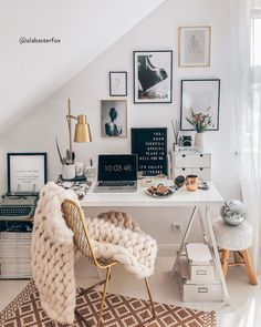 then but stylish with pretty unique writing utensils and interior design ideas! Discovered stylish products for the home office now WestwingNow! 📷: // Interior Decoration INSPO setting Wohnideen Home Study Room Decor, Room Ideas Bedroom, Bedroom Decor, Bedroom Office, Teen Bedroom, Dream Bedroom, Master Bedroom, Home Office Design, Home Office Decor