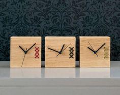 Pequeño reloj de madera, reloj de madera, reloj de escritorio, reloj bordado, único reloj, reloj moderno, reloj de repisa, regalo para los hombres, día del padre regalo
