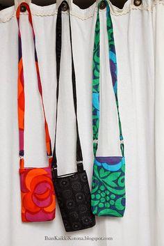 Tein lähteville työkavereilleni värikoodatut pikkulaukutretrokankaista- olin kuullut rivienvälistä ja aika suoraankin pyyntöjä saada... Sewing Hacks, Sewing Tutorials, Sewing Crafts, Sewing Projects, Fabric Bags, Fabric Scraps, Old Magazine Crafts, Snap Bag, Diy Bags Purses
