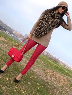 Cute way to wear red jeans, camel sweater, leopard scarf -- would prefer a more muted color red. Fashion Mode, Look Fashion, Womens Fashion, Fashion Design, Fashion Trends, Office Fashion, 1950s Fashion, Curvy Fashion, Fashion Ideas