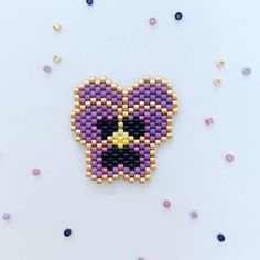 Broche Fleur violette tissée en perles Miuyki